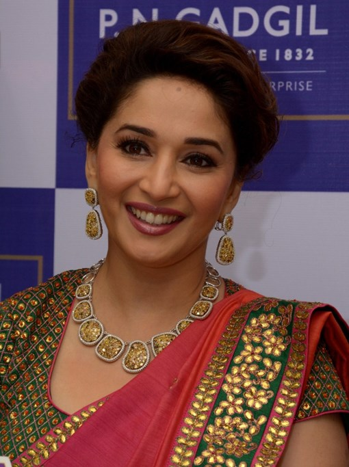 madhuri-dixit-inaugurates-pn-gadgil-jewelers-new-showroom-29