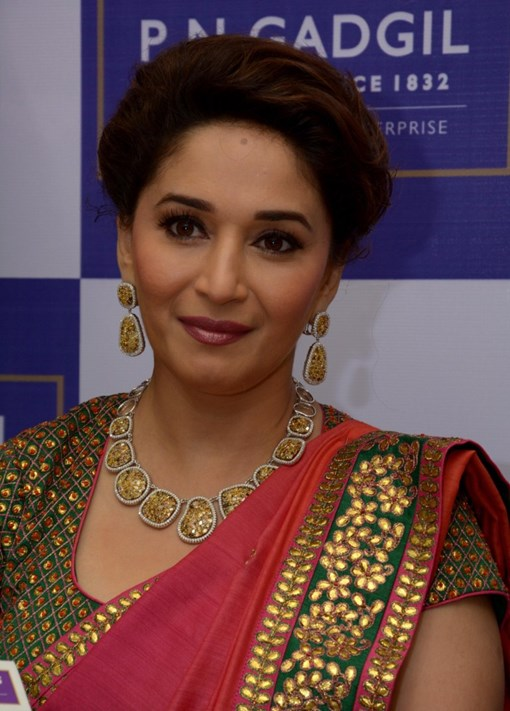 madhuri-dixit-inaugurates-pn-gadgil-jewelers-new-showroom-34