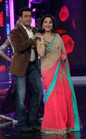 Madhuri Dixit and Huma Qureshi Promote Dedh Ishqiya @ Bigg Boss
