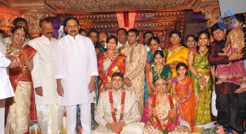 Nallari Kiran Kumar Reddy, Mohan Babu, Botsa Satyanarayana ... Botsa Satyanarayana Daughter Photos